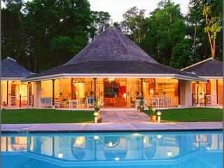Bright 4 bedroom Villa in Tower Isle with Internet Access - Tower Isle vacation rentals