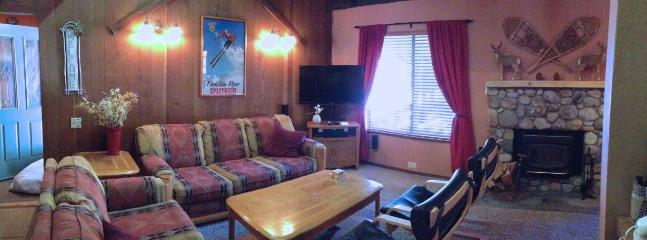 Living Room w HDTV w HDDVR and BluRay - 2 BR+ Loft Mammoth Condo from $200/n  Winter - Mammoth Lakes - rentals