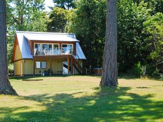 Buckley Bay Beach House, Vancouver Island, BC. - Courtenay vacation rentals