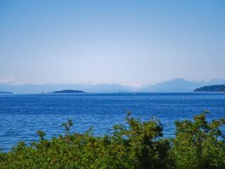 Buckley Bay Beach House, Vancouver Island, BC. - Courtenay vacation rentals