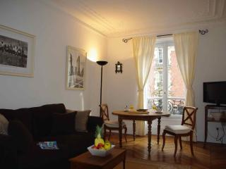 LIVE LIKE PARISIANS IN QUIET AND QUAINT BATIGNOLLE - Paris vacation rentals