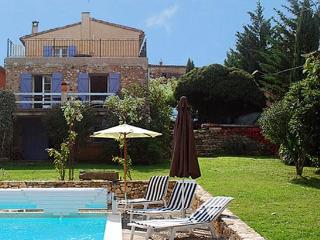 Restored stone house in peaceful Luberon hamlet 5 minutes from Roussillon - Gargas vacation rentals