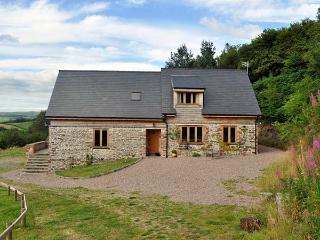 HIRAETH, pet friendly, luxury holiday cottage, with a garden in Dolau, Ref 4455 - Llandrindod Wells vacation rentals