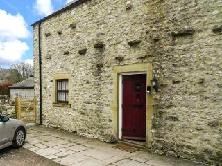 3 PRIMITIVE MEWS, family friendly, character holiday cottage, with a garden in Chelmorton, Ref 4440 - Great Longstone vacation rentals