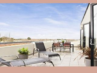 ST KILDA BEACH - BAY VIEWS - Melbourne vacation rentals
