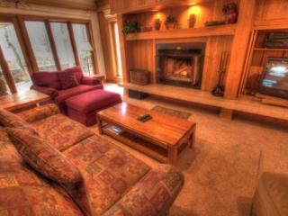 Keystone: ski in ski out, 2 bd/2bth and private hot tub. 2721 Chateaux DMont - Keystone vacation rentals