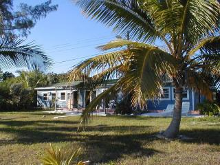 Hideaway Bahamas Beach Cottage, oceanfront retreat. - Grand Bahama vacation rentals