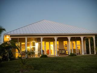 Hideaway Bahamas Villa, privately secluded and sec - Grand Bahama vacation rentals