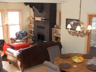 Beautiful 3 Bedroom Canim Lake Waterfront Home in the South Cariboo - Canim Lake vacation rentals
