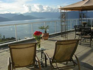 Vancouver Lions Bay 6 Bedroom Spectacular Howe Sound Ocean View Estate - Lions Bay vacation rentals