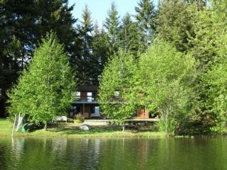 Retro Large 4 Bedroom Lake Front Country Home in the Comox Valley - Quathiaski Cove vacation rentals