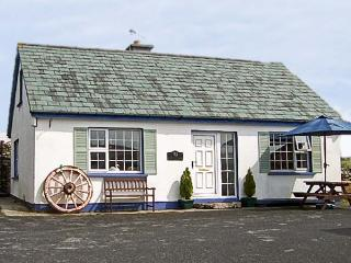 OLD FORGE, family friendly, with a garden in Cleggan, County Galway, Ref 4489 - Cleggan vacation rentals