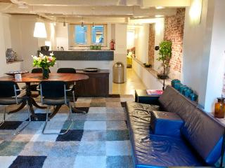 """Amsterdam Canal Apartment """"Delft Blue"""" - Amsterdam vacation rentals"""