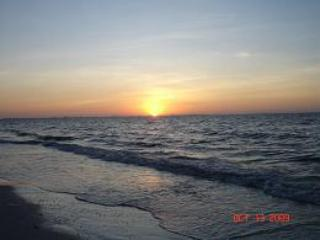 Beautiful Sunrise on Private Beach - Perfect beach vacation for sun,shells and fun - Sanibel Island - rentals