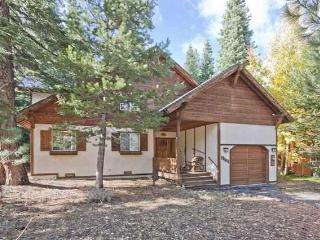 Upscale Chalet Best Backyard in TD *Hot tub Wifi - Truckee vacation rentals
