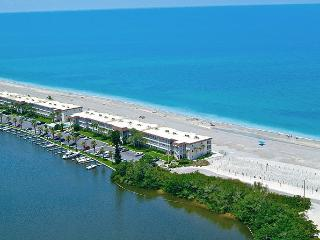 Beachfront - 1BR Condo - Free Boat Docks - Siesta Key vacation rentals