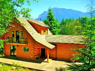 5-Star Luxurious Riverfront Log Home, Amazing View - Covington vacation rentals