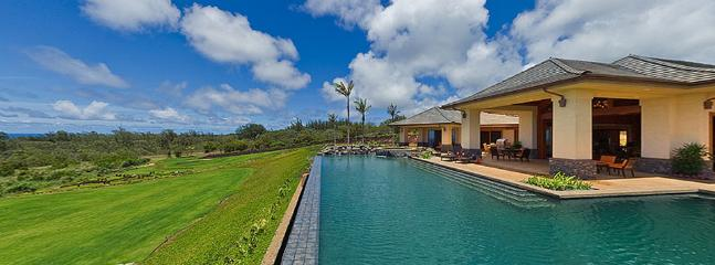 Alfresco details include showers, loungers and an area to grill out. - Horizons of Gold - Kapalua - rentals