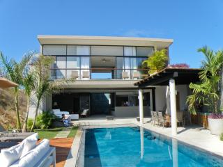 Villa Vidu, Contemporary Luxury on the Beach 3+3 - Huatulco vacation rentals