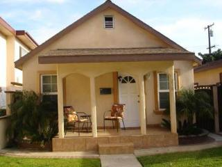 Great Location  In Huntington beach, Cottage #1 - Huntington Beach vacation rentals