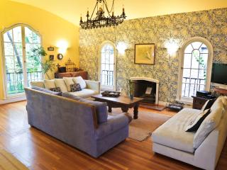 Spacious 1920's Flat w/Pool & Jacuzzi near SITES - Los Angeles vacation rentals