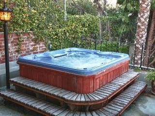 Adorable Studio w/Jacuzzi, pool, and garden patio! - Los Angeles vacation rentals