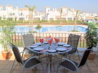 2 BEDROOM 2 BATHROOM HOUSE OVERLOOKING A 35 METRE POOL AT LA TORRE MURCIA SPAIN. - Roldan vacation rentals