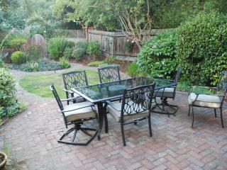 Nestled up to the Presidio Park. - San Francisco vacation rentals