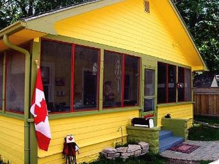 Cozy Cottage with Internet Access and A/C - Niagara Falls vacation rentals