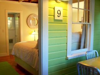 Cottage for 6, Wolfeboro, near Lake Winnipesaukee - Wolfeboro vacation rentals