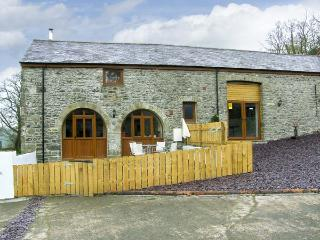 THE STABLES, romantic, luxury holiday cottage, with hot tub in Llandysul, Ref 4514 - Ceredigion vacation rentals