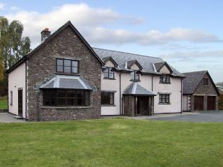 BRYNICH VILLA, family friendly, country holiday cottage, with a garden in Brecon, Ref 4400 - Llangynidr vacation rentals