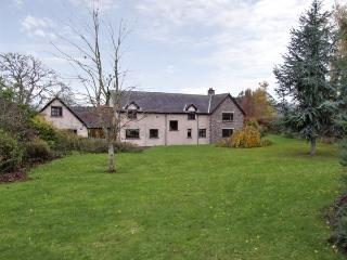 BRYNICH VILLA, family friendly, country holiday cottage, with a garden in Brecon, Ref 4400 - Brecon vacation rentals