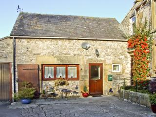 OXDALES COTTAGE, family friendly, country holiday cottage, with a garden in Alsop Moor, Ref 4474 - Alsop en le Dale vacation rentals