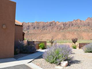 GREAT RATES: HOT TUB/POOL/WIFI/1600 SQFT/Enjoy - Moab vacation rentals