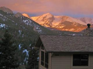 Alpenglow at Windcliff: Spectacular Mountain Views - close to R.M.N.P. & YMCA of the Rockies - Estes Park vacation rentals