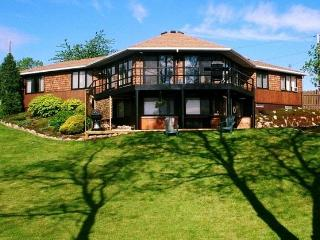 NIAGARA RIVER INN  Great Home Near Niagara Falls - Tonawanda vacation rentals