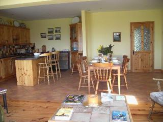 Bright 4 bedroom House in Ballinskelligs with Internet Access - Ballinskelligs vacation rentals