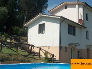 TRIFOGLIO LUCCA stunning view, pool garden private / with 2 bedroom ; 6 sleeps - Lucca vacation rentals