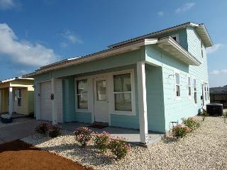 Super Cute Casita offer 3 bedroom / 2 baths and 2 community pools! - Port Aransas vacation rentals