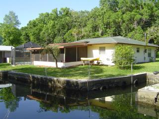 Waterfront Crystal River Villa, pool canoe kayaks - Crystal River vacation rentals
