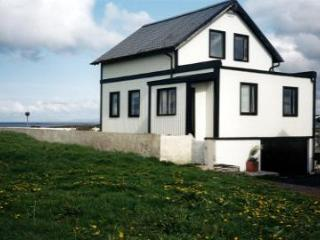 Perfect 4 bedroom Njardvik House with Central Heating - Njardvik vacation rentals