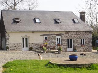 2 central co-located 2 bedroom country cottages - Le Mesnil Garnier vacation rentals