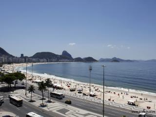 Rio080-Stylish studio flat directly on Copacabana next to The 5 stars Emiliano - Copacabana vacation rentals