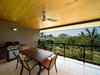 Romantic 1 bedroom Condo in Hamilton Island with A/C - Hamilton Island vacation rentals