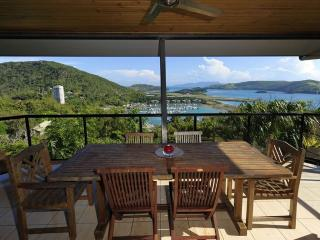 Cozy 2 bedroom Hamilton Island Apartment with A/C - Hamilton Island vacation rentals