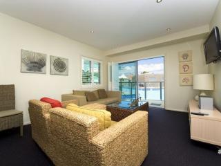 Perfect 2 bedroom Salamander Bay Condo with A/C - Salamander Bay vacation rentals