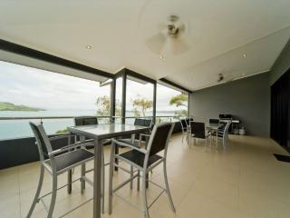 Cozy 3 bedroom Vacation Rental in Hamilton Island - Hamilton Island vacation rentals