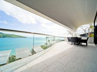 WAVES 8 - Hamilton Island vacation rentals