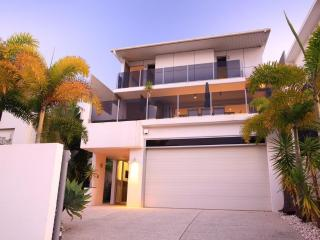 ALEX BEACH HOUSE Sunshine Coast Accommodation - Alexandra Headland vacation rentals